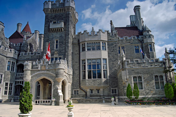 casa loma toronto wedding entrance