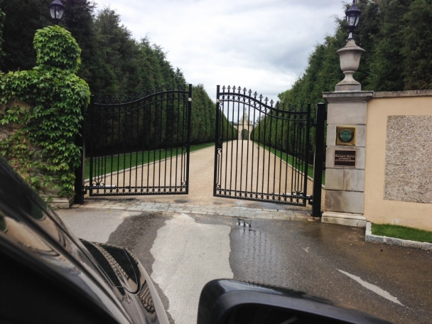 oheka castle gate new york wedding