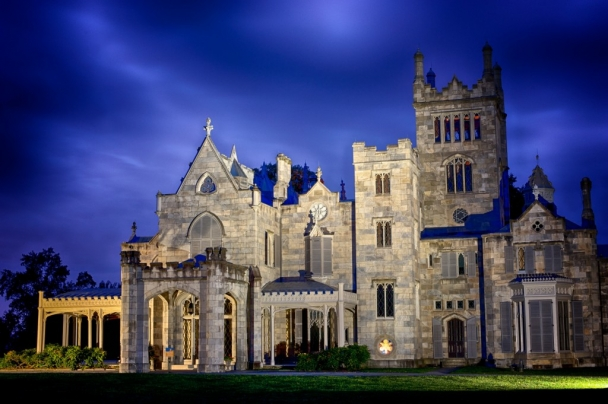 Lyndhurst_mansion_tarrytown castle night time new york wedding
