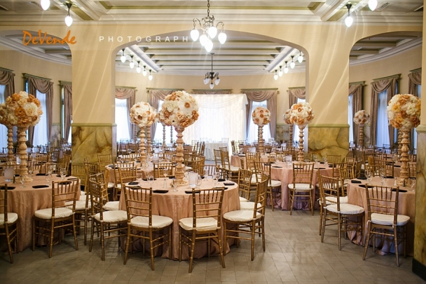 Castle-Green-Pasadena-Wedding-Photos-gold chiavari chairs reception